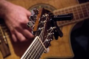kop van akoestische gitaar